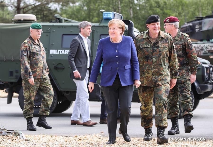 Канцлер Германии А. Меркель проинспектировала базу войск быстрого реагирования НАТО