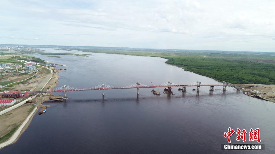 Соединены китайская и российская части автодорожного моста через реку Хэйлунцзян