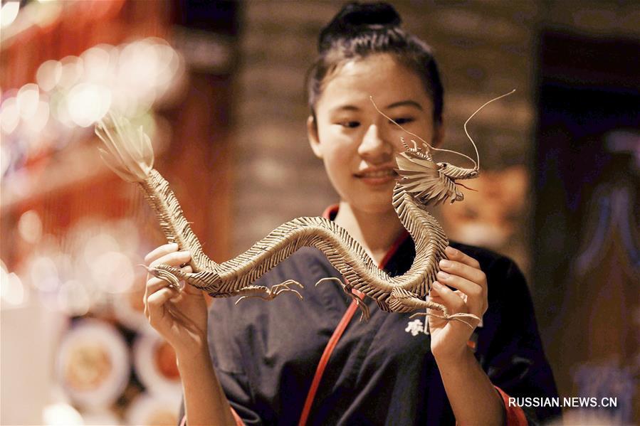 Хань Люе -- продолжатель традиций искусства плетения из соломки