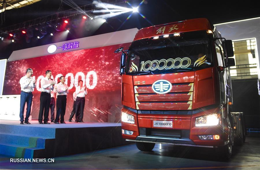 Картинки по запросу Сошел с конвейера миллионный грузовик J6