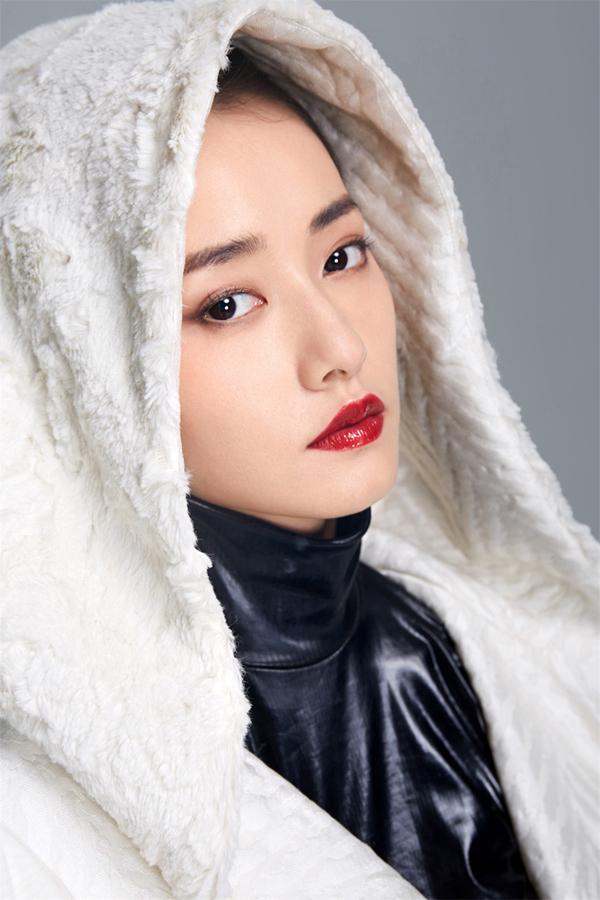 Черно-белые фотографии артисты Чай Биюнь