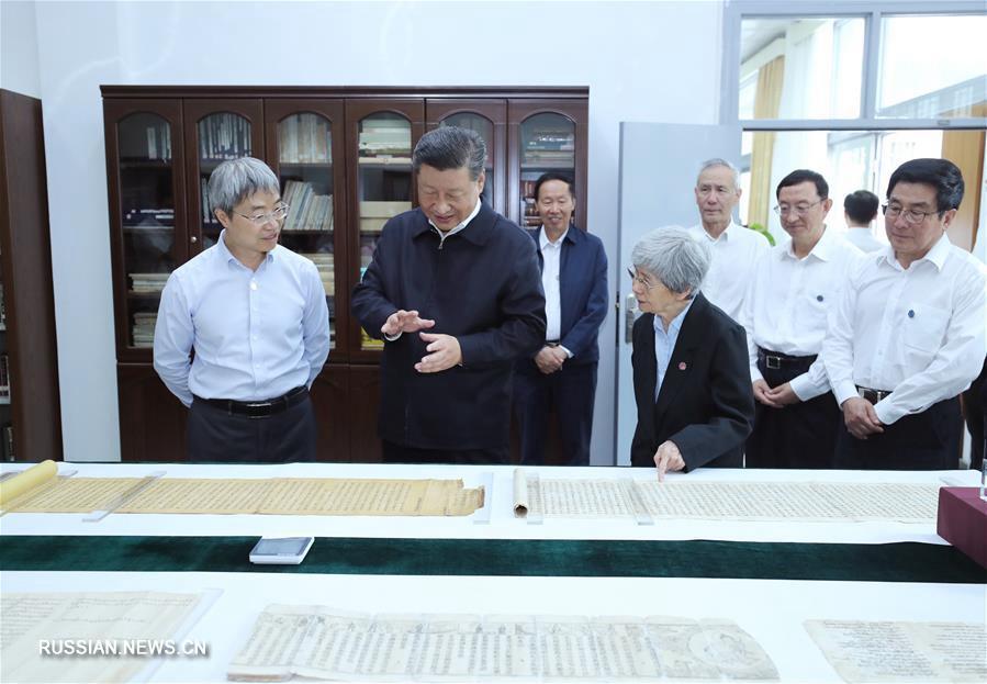 Си Цзиньпин встретился с учеными Академии Дуньхуана