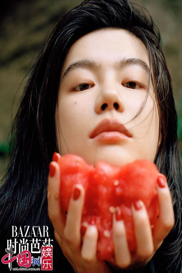 Красавица Ли Маньсюань снялась для обложки журнала