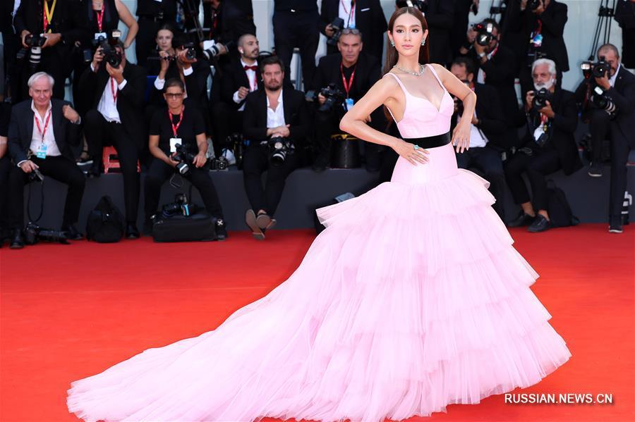 Венецианский кинофестиваль: модный показ на красной ковровой дорожке
