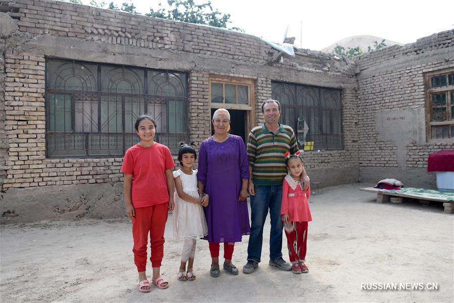 С улыбкой в новую жизнь -- Повседневная жизнь в борющихся с бедностью районах Синьцзян
