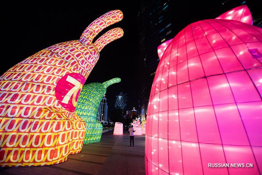 В Аомэне проходит Международный фестиваль фонарей