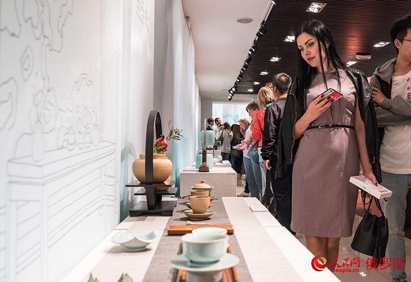 В Москве состоялась церемония открытия Выставки бирюзового фарфора провинции Чжэцзян