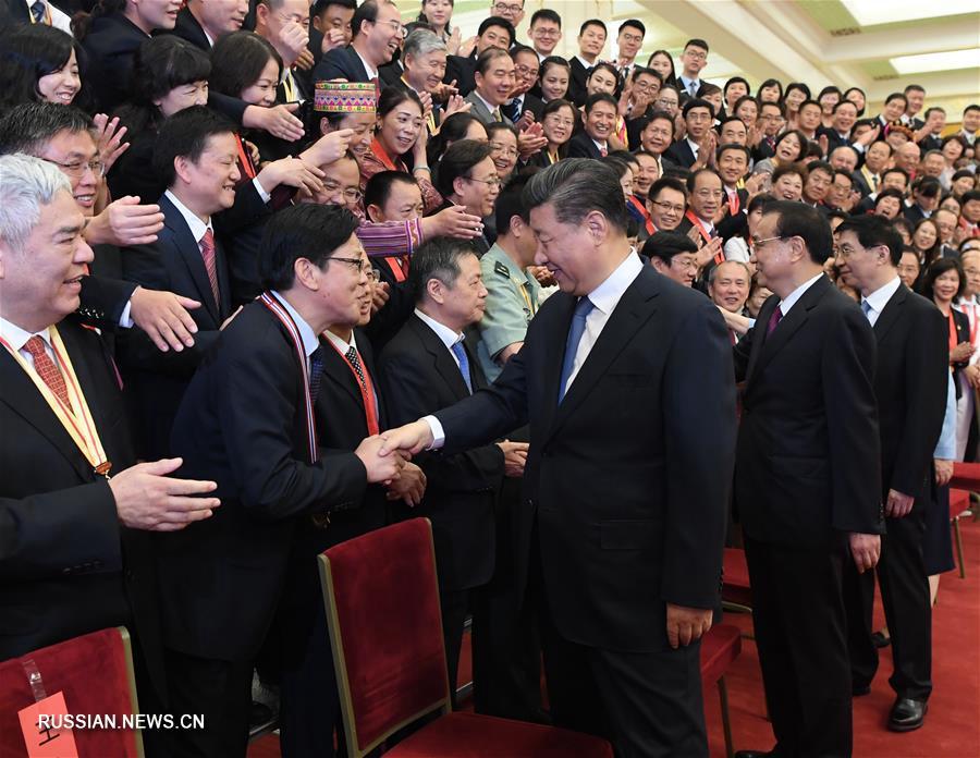 Си Цзиньпин встретился с представителями передовых коллективов и выдающихся лиц образовательных кругов