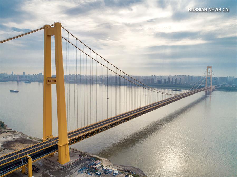 В Китае открылся двухъярусный подвесной мост с длиннейшим в мире пролетом
