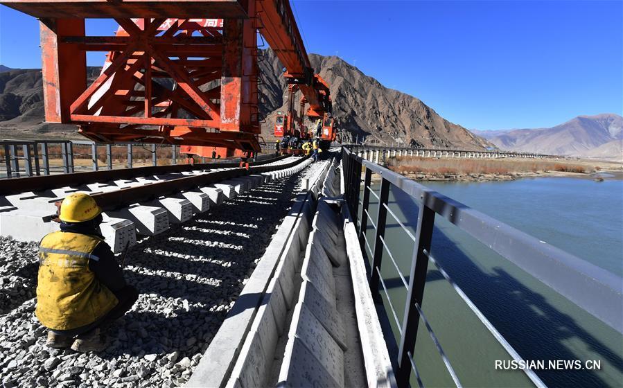 На железной дороге Лхаса-Ньингчи ведется устройство 2-го пролета через реку Ярлунг Цангпо