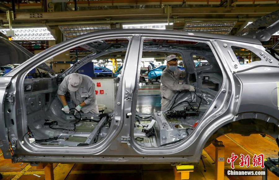 Планомерно возобновили работу автомобильные предприятия в провинции Хубэй