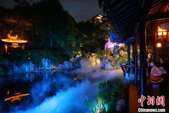 В парке Чжаньюань в Нанкине состоялся спектакль в честь Дня музеев
