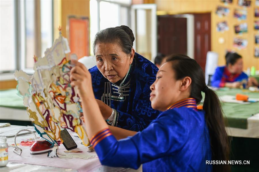 Старинное ремесло приносит дополнительный доход скотоводам из Внутренней Монголии