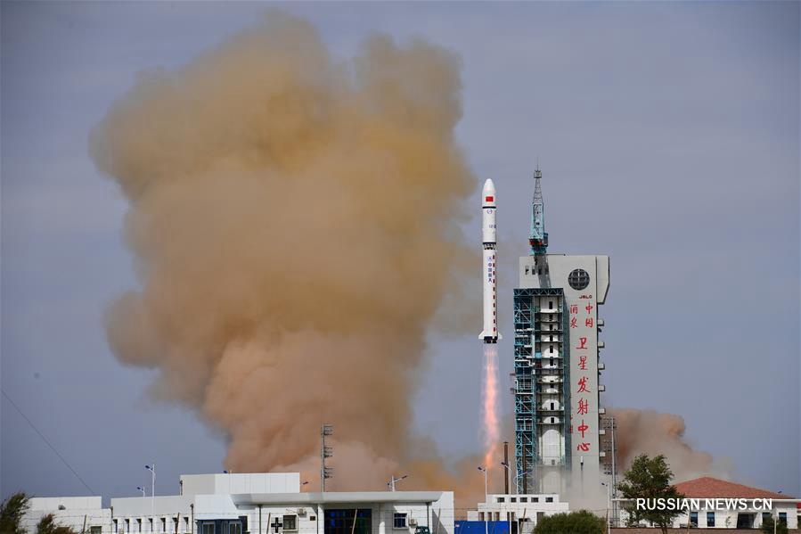 Китай успешно запустил два спутника