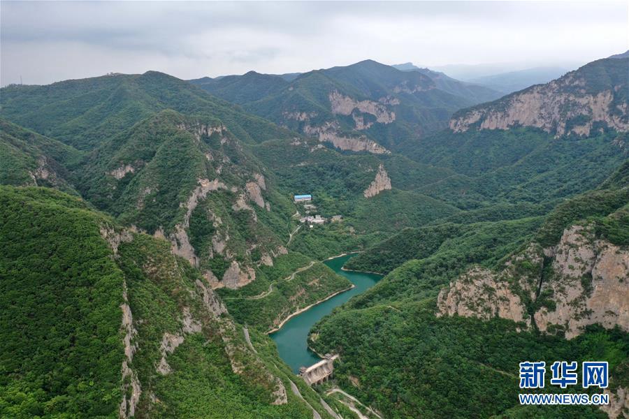 Привлекательные пейзажи гор Цинлуншань в провинции Хэнань