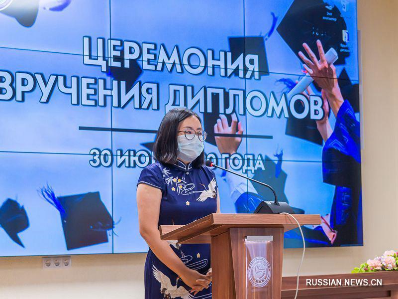 Тринадцать педагогов стали первыми выпускниками курсов китайского языка в БГУ