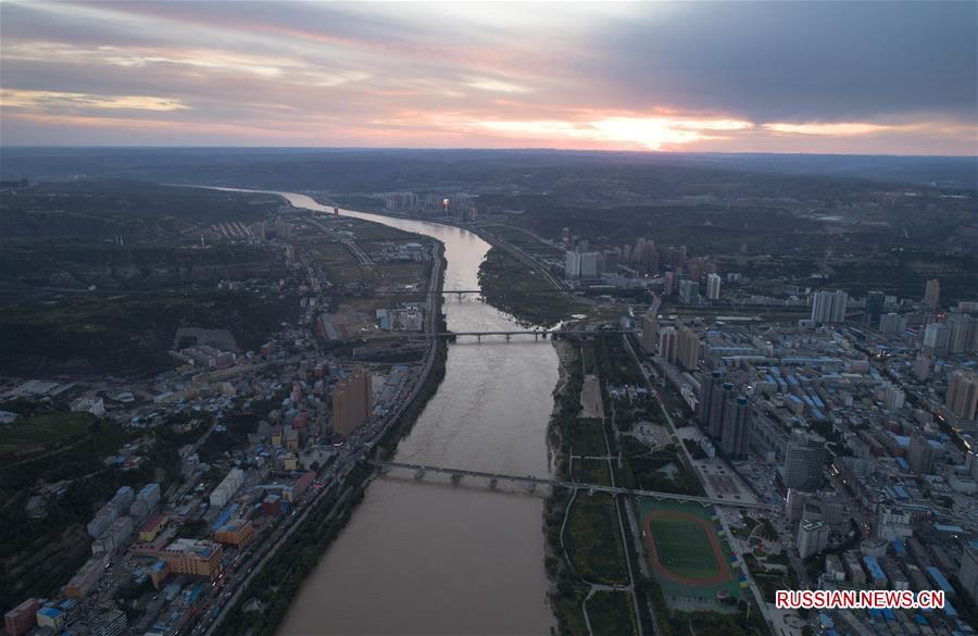 Величественное ущелье Цзиньшань на реке Хуанхэ