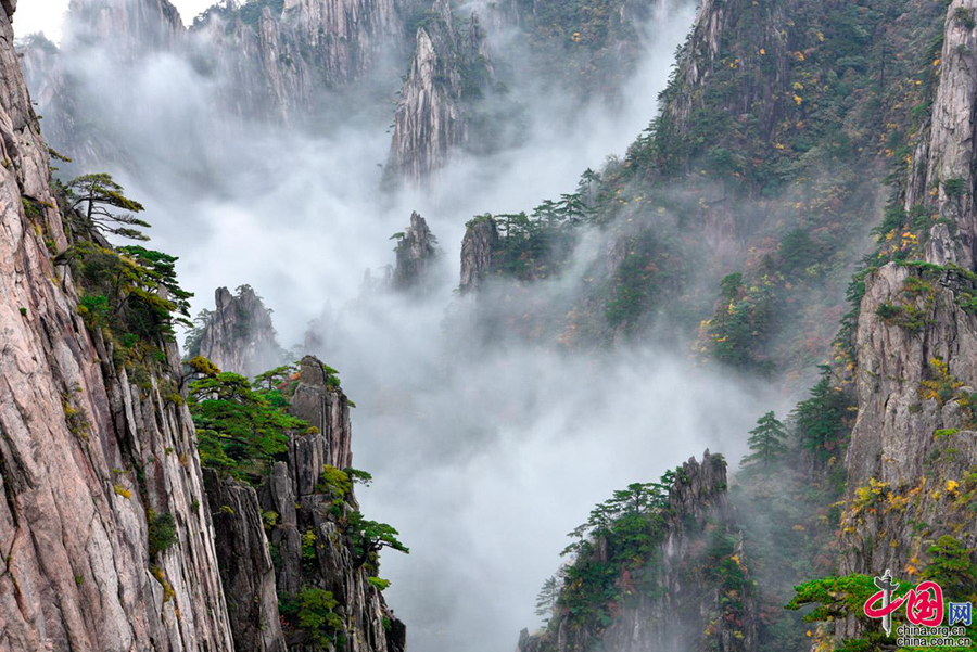 Величественные пейзажи горы Хуаншань после дождя