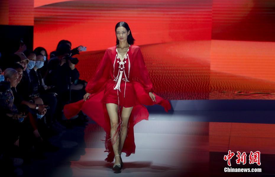 Открылась Неделя моды в Ухане 2020