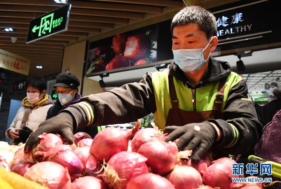 Достаточные запасы продуктов в пекинских супермаркетах обеспечивают снабжение перед праздниками