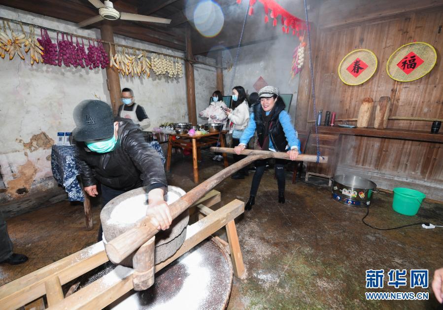 Традиционные народные обычаи и встреча Праздника весны в горной деревушке