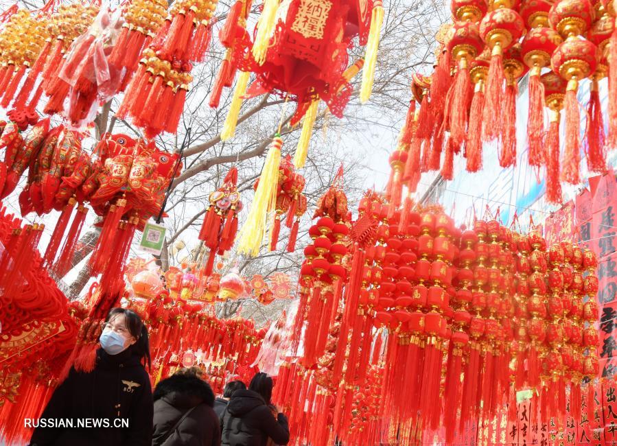 Ярмарка новогодних украшений в провинции Ганьсу