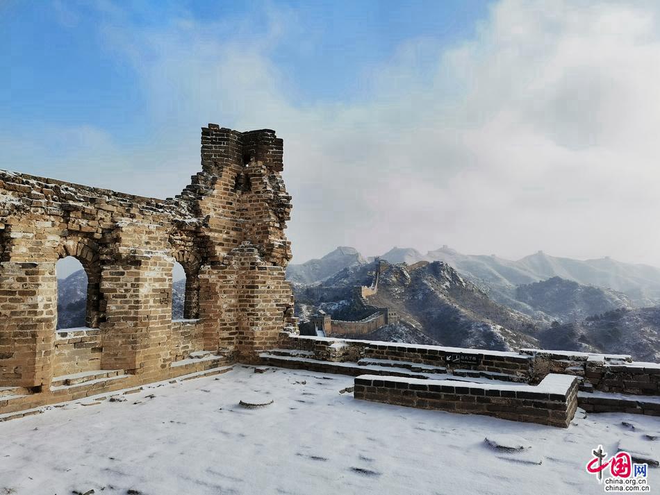 Участок Великой китайской стены Цзиньшаньлин после первого снега 2021 года