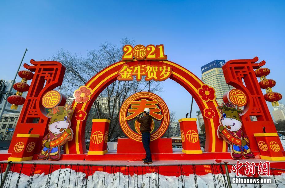 Урумчи: новогодние товары привлекают к себе местных жителей