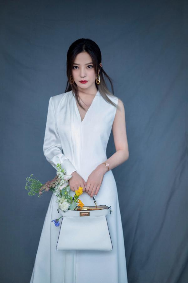 Изящная красотка Чжао Вэй
