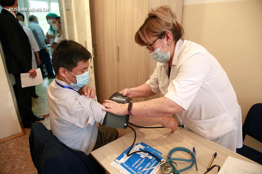В Кыргызстане стартовала вакцинация от COVID-19 китайской вакциной