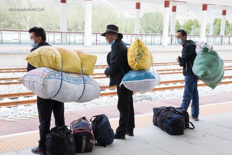 По железной дороге Лхаса-Линьчжи совершено 106 тыс. пассажирских поездок за месяц после ее ввода в эксплуатацию