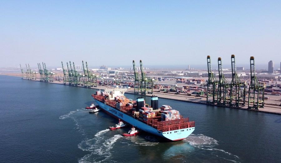 """Си Цзиньпин: Китай увеличит поддержку стран """"Пояса и пути"""" для развития сектора услуг"""