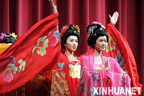 Exhibición de trajes típicos de China en México (fotos)
