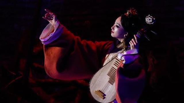 Espect culo de danza con mensaje de amor y paz clausura el for Espectaculo chino en mexico