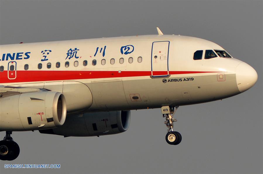 (1)CHINA-CHENGDU-AVION-ATERRIZAJE DE EMERGENCIA
