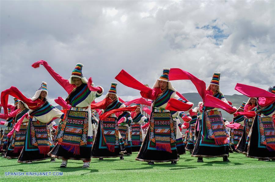 CHINA-DAMXUNG-CARRERAS DE CABALLOS-FESTIVAL