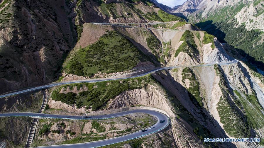 CHINA-XINJIANG-CONSTRUCCION DE CARRETERAS-SERIE