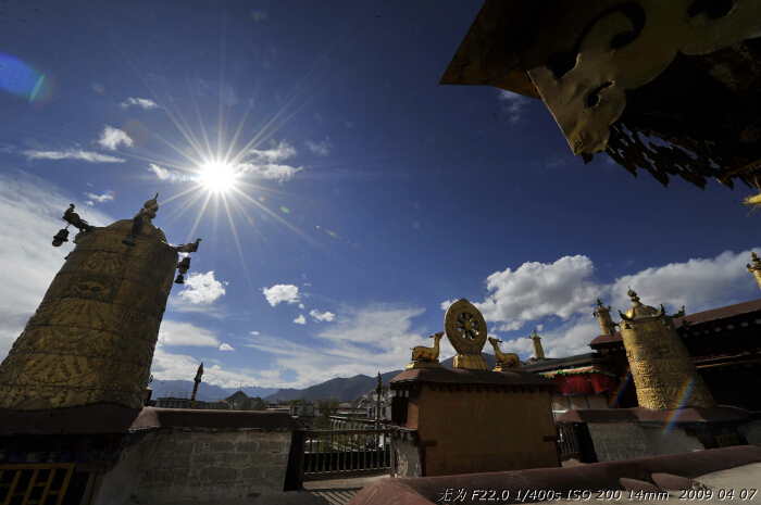 Jokhang Temple, located located on Barkhor Square in Lhasa is the first Buddhist temple in Tibet. The temple was called the Tsulag Khang or 'House of Wisdom' but it is now known as the Jokhang which means the 'House of the Buddha'. For most Tibetans it is the most sacred and important temple in Tibet. This photo was taken on early April this year. [Guo Xiaotian/China.org.cn]
