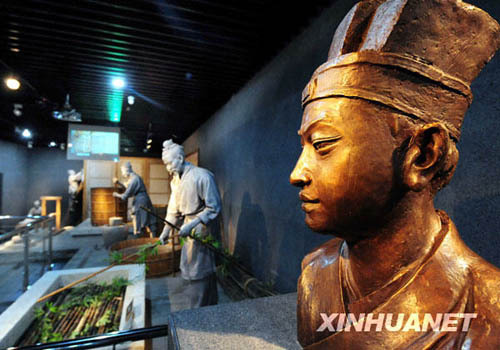 Cai Lun of the Eastern Han Dynasty (25-220) successfully invented the world's first batch of paper using fish nets, tree bark, bits of rope and rags. [xinhuanet.com]