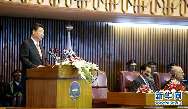 4月21日,国家主席习近平在巴基斯坦议会发表题为《构建中巴命运共同体 开辟合作共赢新征程》的重要演讲。[新华社 姚大伟 摄]