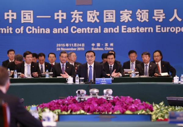 11月24日下午,李克强总理在苏州太湖国际会议中心主持第四次中国—中东欧国家领导人会晤。[新华社]