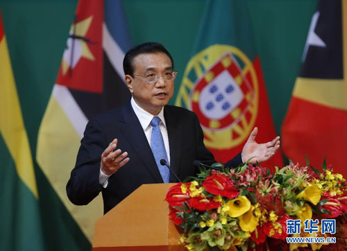 2016年10月11日,国务院总理李克强出席中国-葡语国家经贸合作论坛第五届部长级会议开幕式并作主旨演讲。 [新华网]