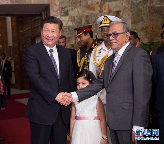 10月14日,国家主席习近平在达卡会见孟加拉国总统哈米德。 [新华社]