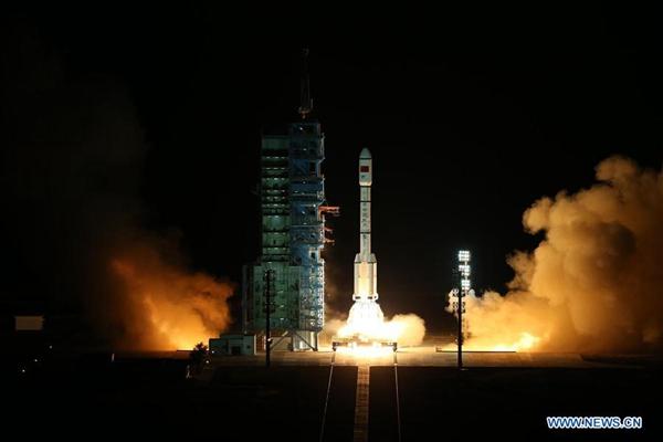 2016年9月15日,中国在酒泉卫星发射中心用长征二号FT2火箭将天宫二号空间实验室发射升空。 [新华社] China's space lab Tiangong 2 roars into the air on the back of a Long March-2F rocket from the Jiuquan Satellite Launch Center in northwest China, Sept. 15, 2016. [Photo/Xinhua]