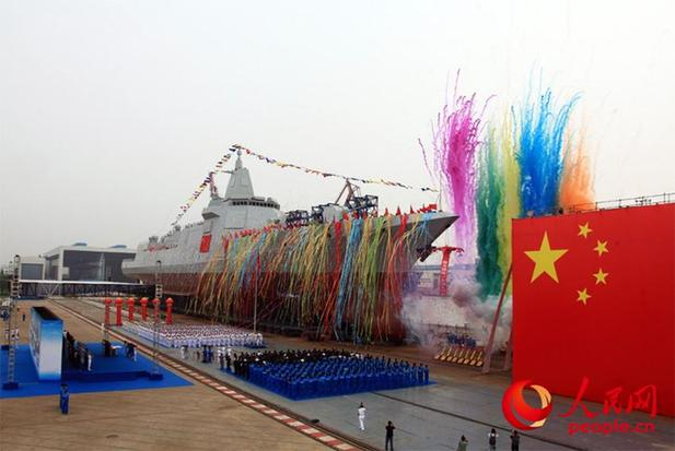 The Navy's new destroyer, a 10,000-tonne domestically designed and produced vessel, is launched at Jiangnan Shipyard (Group), Shanghai, June 28, 2017. [Photo/people.cn]