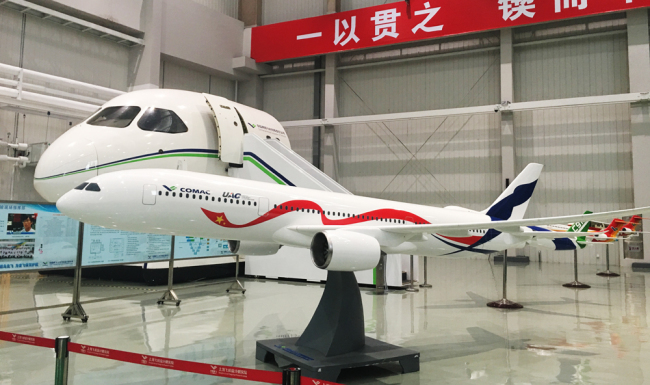 A model of the C929 aircraft on display at COMAC's R&D Center in Shanghai, November 28, 2017. [Photo/China Plus]