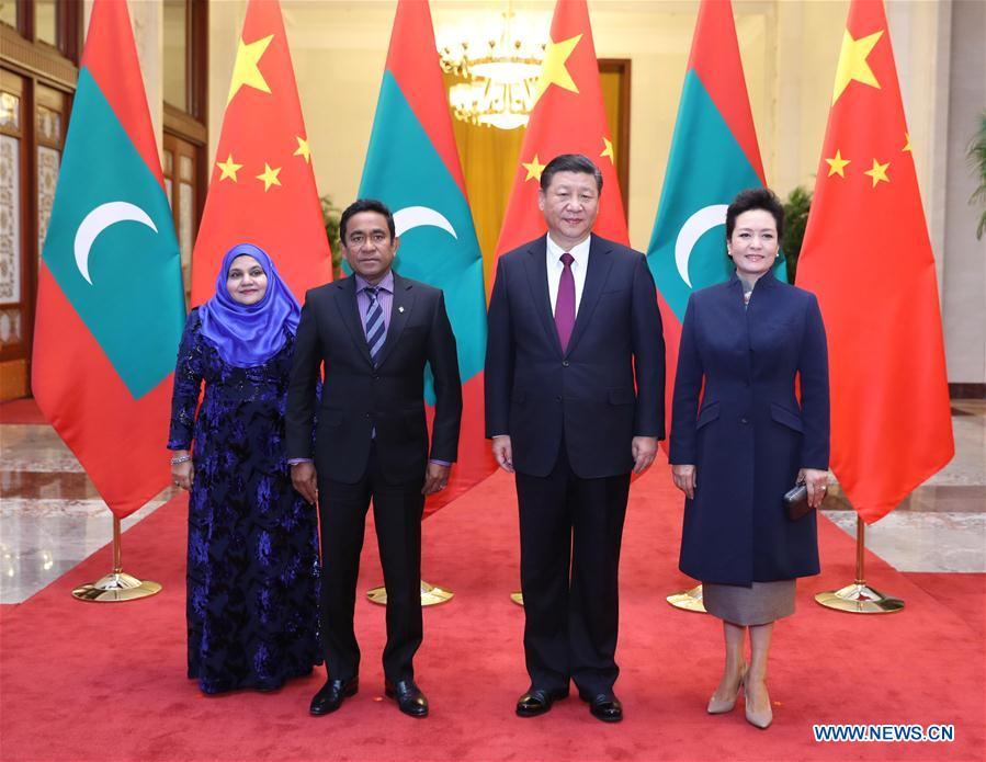 Chinese President Xi Jinping (2nd R) and his wife Peng Liyuan (1st R) pose for group photos with Maldives President Abdulla Yameen Abdul Gayoom (2nd L) and his wife at the Great Hall of the People in Beijing, capital of China, Dec. 7, 2017. Xi held talks with Yameen in Beijing on Thursday. [Photo/Xinhua]
