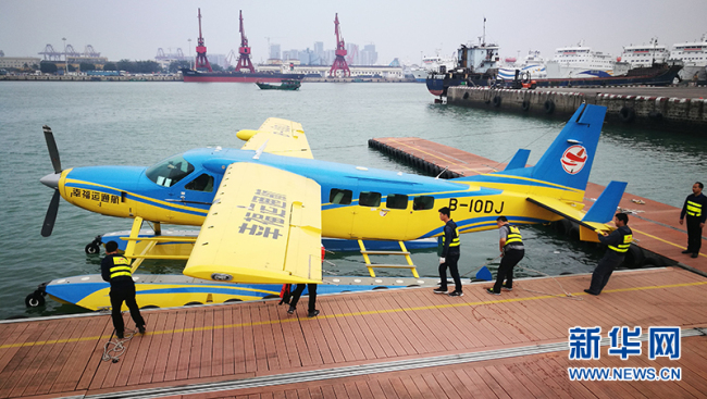 A commercial amphibious plane makes its maiden flight in Haikou, January 1, 2018. [Photo/Xinhua]