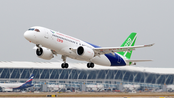 A C919 airplane takes off from the Shanghai Pudong International Airport for a test flight to Xi'an, Northwest China's Shaanxi province, on Nov 10, 2017. [Photo/China Daily]