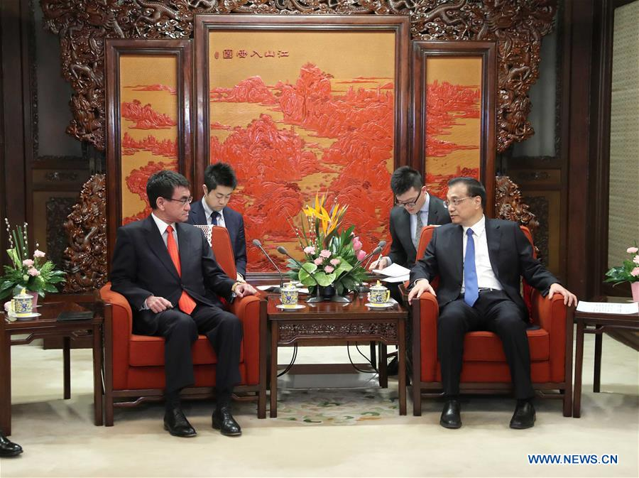 Chinese Premier Li Keqiang (R, front) meets with visiting Japanese Foreign Minister Taro Kono (L, front) in Beijing, capital of China, Jan. 28, 2018. [Photo/Xinhua]
